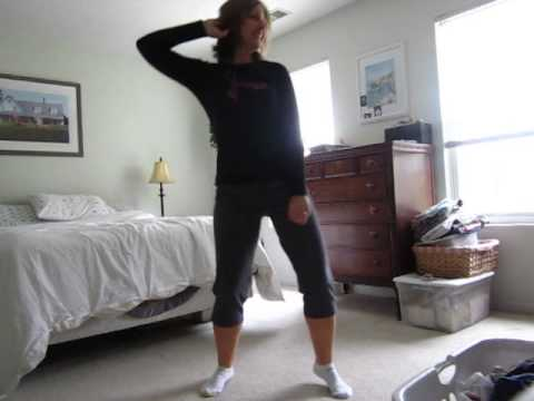 "mom caught on camera dancing to ""Call me Maybe"""