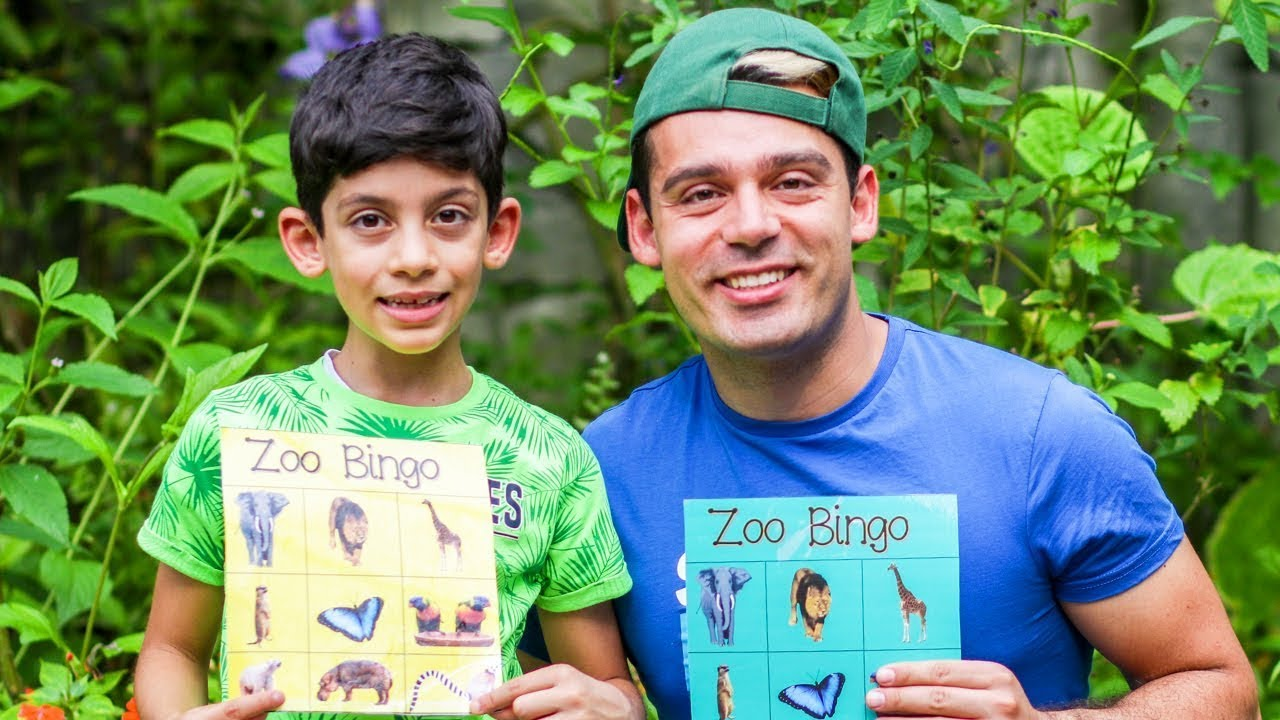 चिड़ियाघर में Jason तथा Alex जानवरों को खाना खिलाती है | एक साथ जानवरों का अध्ययन!