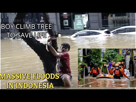 BOY CLIMB TREE TO SAVE LIFE FROM FLOOD| Floods hit Jakarta, Indonesia|HUNDREDS OF FAMILIES EVACUATED