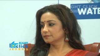 Savdhan India Life OK - Divya Dutta A Initiate Of Raincoat Distribution To Mumbai Police