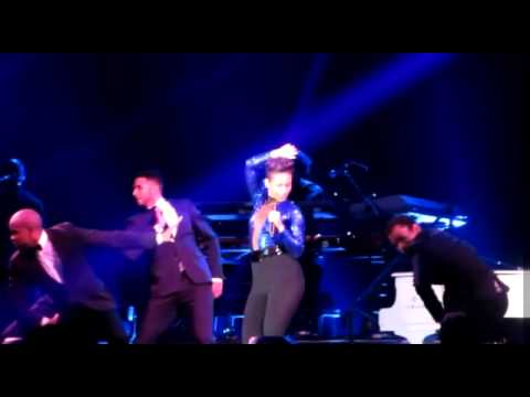 Alicia Keys - Listen To Your Heart ( Set The World On Fire Tour Live in JAKARTA )
