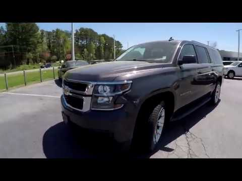 Walkaround Review of 2017 Chevrolet Suburban R04013