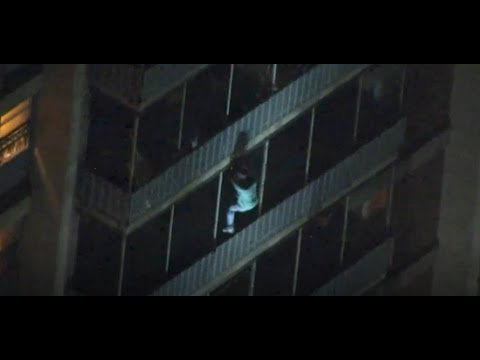 Ken Payne - Man Climbs Down Building Like Spider-man To Escape Fire In Philadelphia