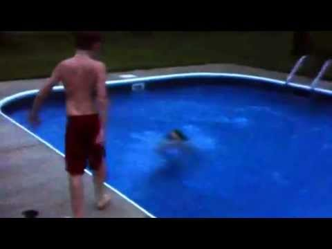 Girl gets thrown in swimming pool youtube for Swimming pool 4 eckig