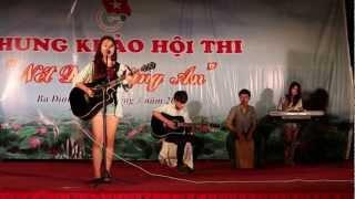Quỳnh Anh Shyn gảy đàn hát live cực đỉnh