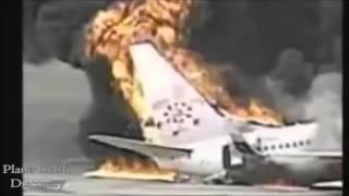 衝撃事故★飛行機墜落、大破、炎上