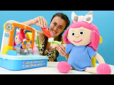 Sevcan Oyuncak Bebek Smartaya Dişlerini Fırçalamayı öğretiyor.