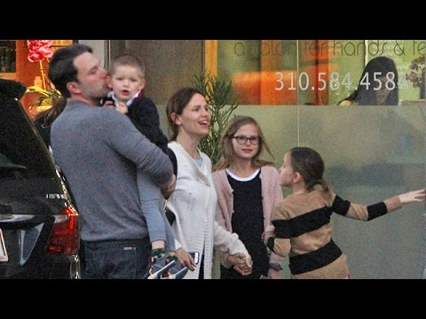 X17 EXCLUSIVE - Ben Affleck And Jennifer Garner Reunite For Family Dinner