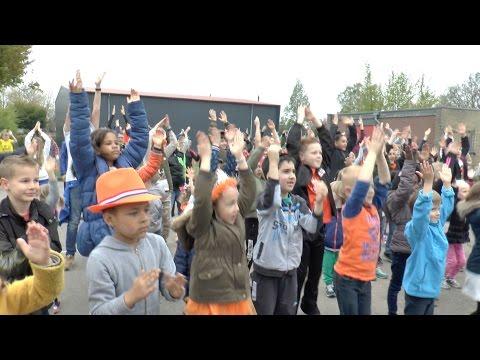 Kinderen voor Kinderen - Okido LIVE (dansvideo De Lettertuin) Koningsspelen 2017