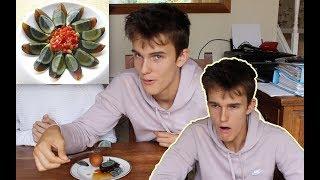 英国小哥第一次吃到皮蛋 瞬间怀疑人生【陈瀚Siri】