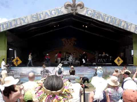 new-orleans-jazz-fest-playing-for-change-may-2011