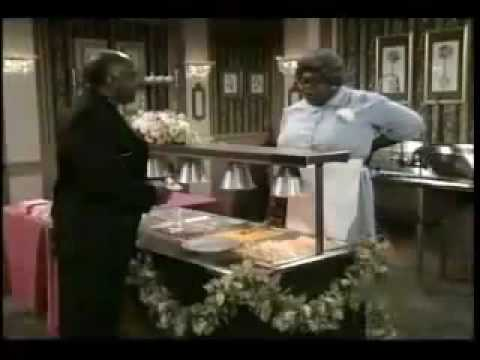 Cedric The Entertainer playing Cafeteria Lady