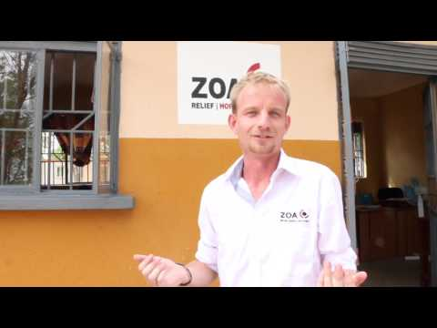 Henri showt de ZOA-office in Uganda