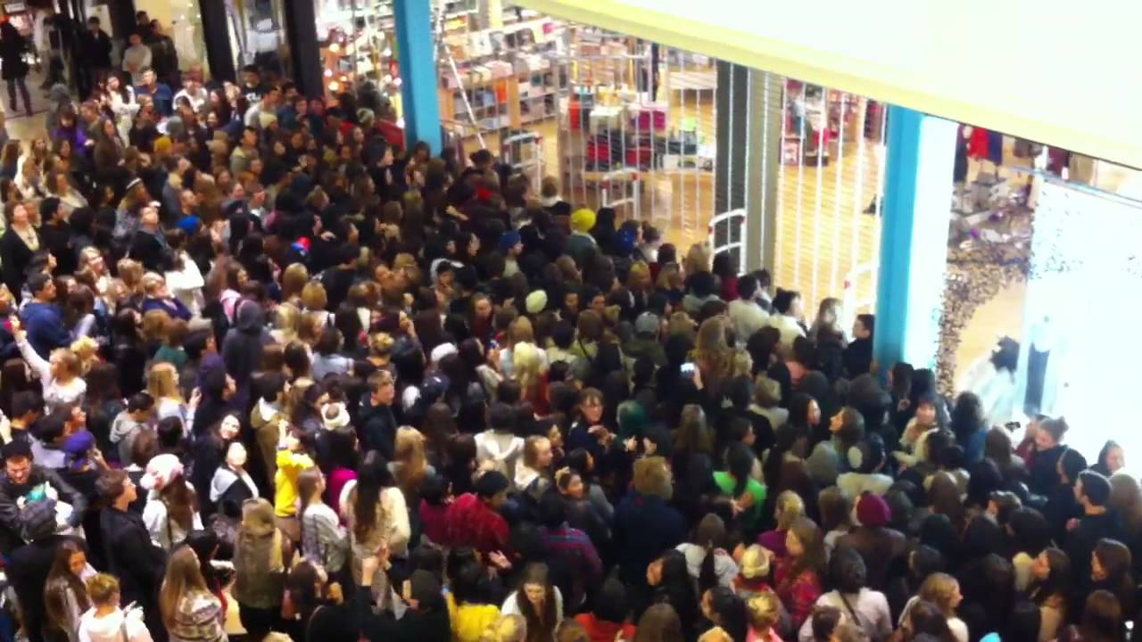 Raw Footage Black Friday At Urban Outfitters Youtube