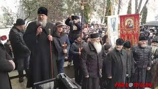 Верующие Черновицкой епархии УПЦ: «Прекратите захваты храмов!»