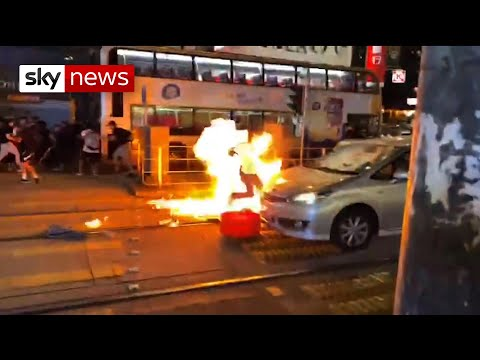 Undercover policeman drops his gun and is set on fire in Hong Kong