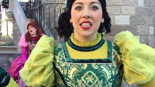 Character Meet and Greet Video! This will make you laugh!!!  Big Kids Having Fun at Disney World!