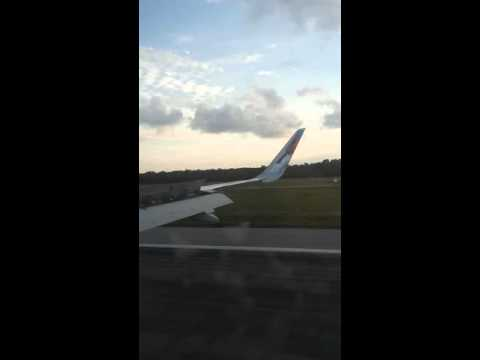 Frontier Airlines landing Cancun