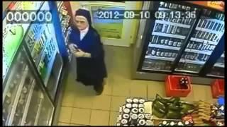 Časna sestra krade u prodavnici!