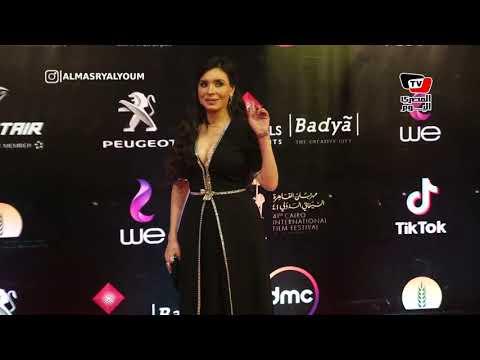 الراقصة دينا وبوسي شلبي يلفتان الأنظار في افتتاح مهرجان القاهرة السينمائي  - نشر قبل 17 ساعة