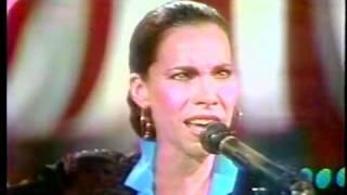 """OLIVIA MOLINA (si, la de Juego de Palabras) canta """"Libertad"""" en la TV mexicana, 1986!"""