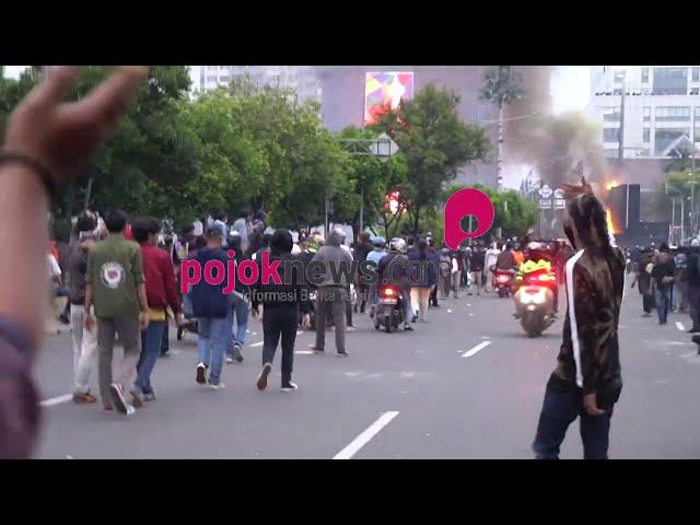Demo Tolak UU Cipta Kerja, Pos Polisi Harmoni Dibakar