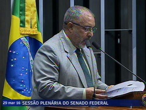 Paulo Paim defende medidas de segurança para oficiais de Justiça, como o direito ao porte de arma