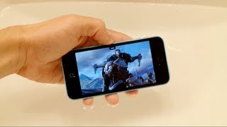 iPhone 5C Water Test - Playing Infinity Blade 3 Underwater