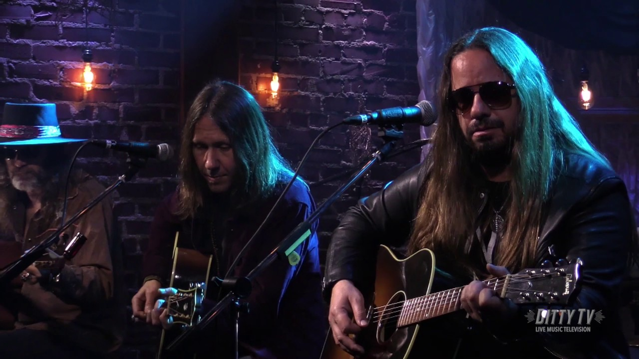 blackberry smoke performs one horse town on ditty tv youtube. Black Bedroom Furniture Sets. Home Design Ideas