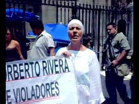 Julia Klug manifestandose en Catedral