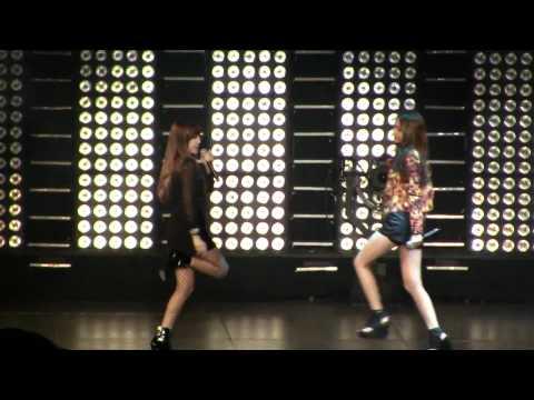 SMTown Live NY Jessica (SNSD) Krystal F(x) Tik Tok [111023] [fancam].mp4