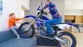 Доигрался...ПОКАТУХИ в ДОМЕ.We ride a Yamaha in the house.