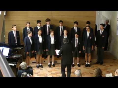 """Les Petits Chanteurs du Val de France chantent """"L'air du froid"""" de H Purcell"""