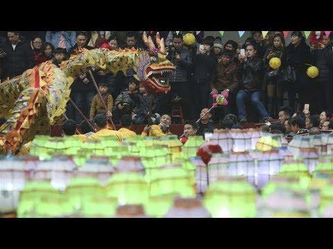 Thousands celebrate fire lantern festival in C. China