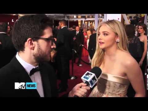 Хлоя Морец интервью на красной дорожке «Оскара»