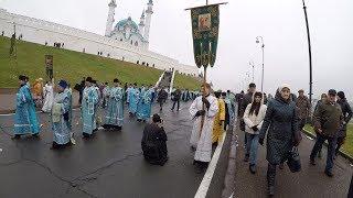 Крестный ход с образом Казанской иконы Божией Матери в центре Казани