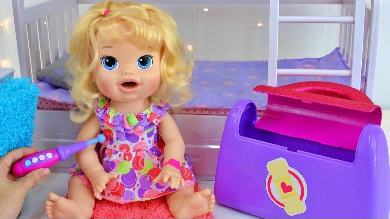 BABY ALIVE SARA FICOU DODÓI MAMÃE FINGIU SER MÉDICA COOKIEKIDS