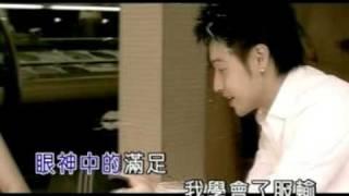 謝謝作詞:陳宇鼎作曲:潘瑋柏黃昏下的琴鍵太寂寞來來去去只剩很拙的雙...