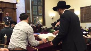 Young Israel of Bayswater Purim Megillah reading March 4 -2015