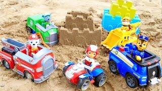 Щенячий Патруль. Строим крепость на пляже / PAW PATROL Toys  playing  on the beach