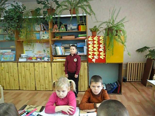 Изображение предпросмотра прочтения – КириллБобков читает произведение «Стрекоза и Муравей» И.А.Крылова