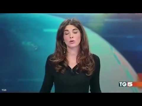 Italian TV presenter gives viewers a real news flash when sh