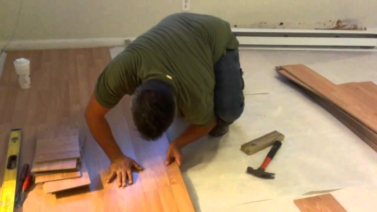Como installar pisos laminados o flotantes youtube Instalacion piso madera