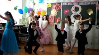 Танец для мамы в школе. 4 класс