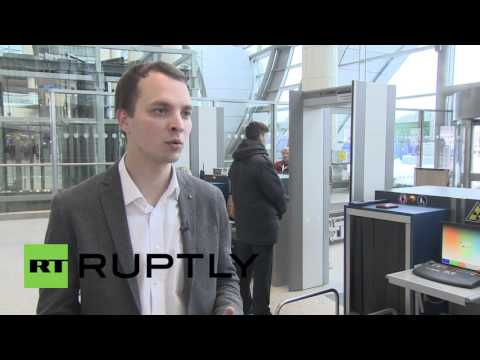 Russia: Metal detecting gloves tested at Moscow airport