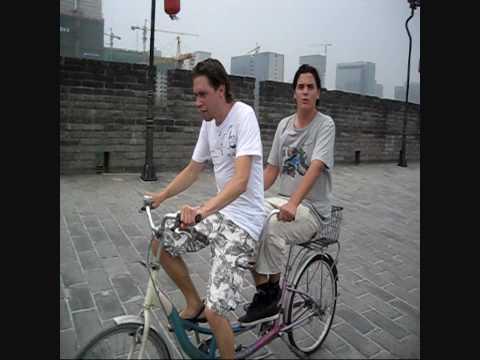 Aflevering 2 Mark & Peter op de tandem over de stadsmuur van Xi'an, China
