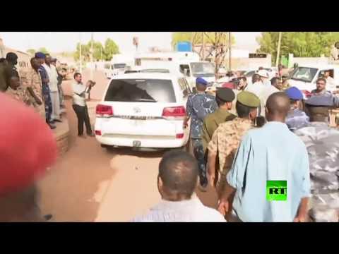 شاهد لحظة خروج الرئيس السوداني المعزول عمر البشير من السجن  - نشر قبل 2 ساعة