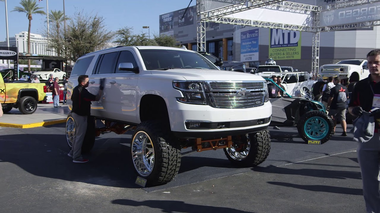 Eric and Jim get the 15 Inch lifted Suburban show ready ...