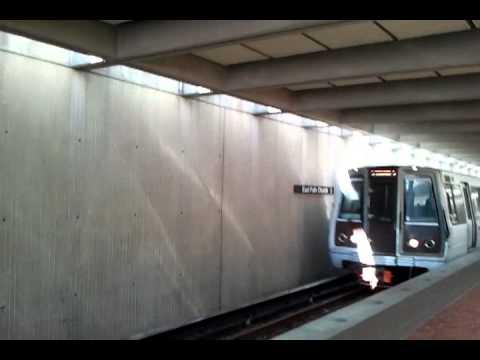 đi tàu điện ngầm