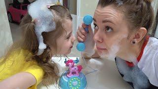 Petualangan yang lucu dari Eva dan ibu kids story about sweets and toys untuk anak-anak